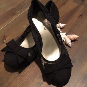 Girls lace heels